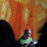 Il cardinale Angelo Becciu a Corviale