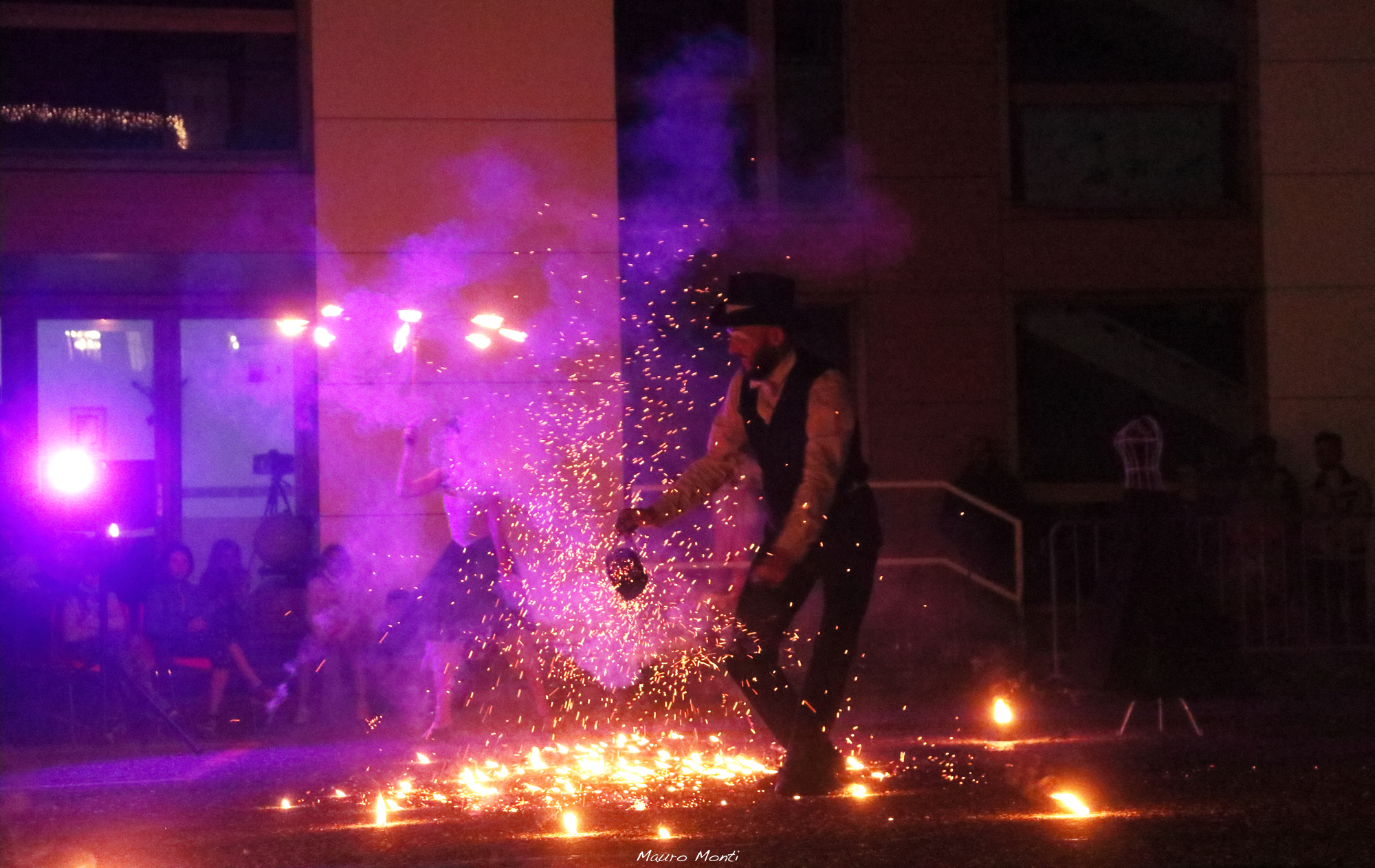 Giocare con il fuoco - (c) Mauro Monti